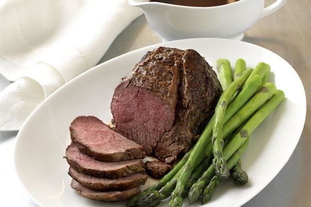Roast Fillet or Beef w/ Red Wine Jus